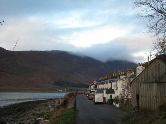 Applecross Inn: View of the road and hotel