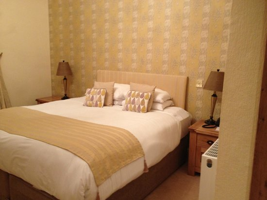 Three Salmons Hotel: Our room