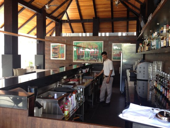 Hard Rock Hotel Goa: PoolSide Bar