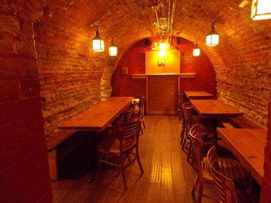 Hostelling International Toronto : Tavern Cafe in the basement