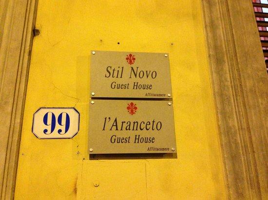 L'Aranceto Guest House : вывеска у входной двери