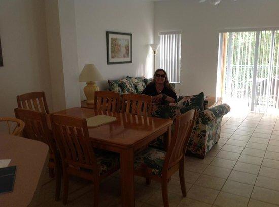 Hapimag Residenz Orlando - Lake Berkley: sala espaçosa com móveis em ótimo estado