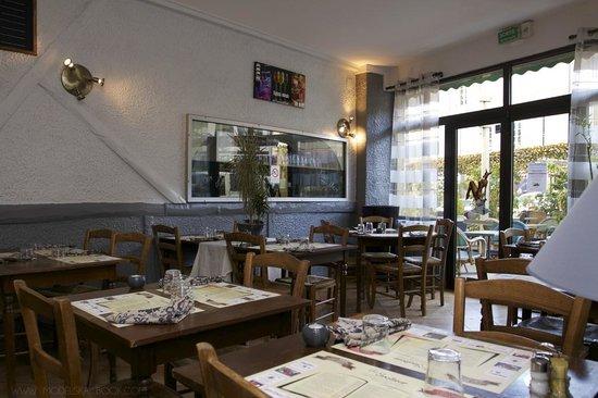 au trotteur french restaurant 21 allees de craponne in salon de provence fr tips and. Black Bedroom Furniture Sets. Home Design Ideas