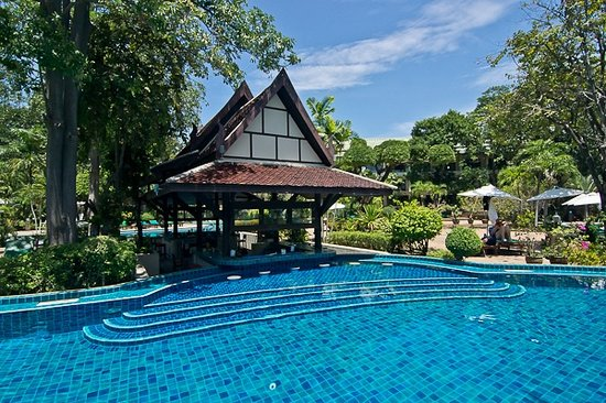 Green Park Resort: Swimming pool after full renovation