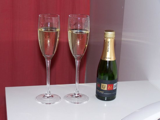 Ilum Experience Home: champagne de bienvenida