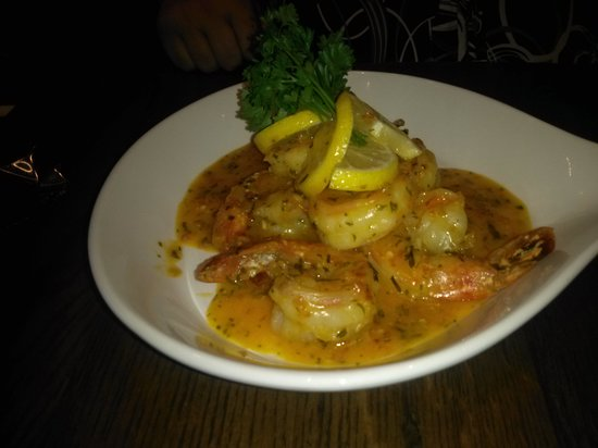 Pollo Grill + Bar: shrimps in spicy white wine sauce