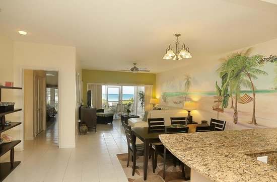 The Grandview Condos Cayman Islands : Our living and ndining room - Ocean Front