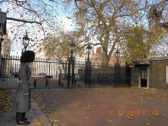 SANDEMANs NEW Europe - London: Stable yard road