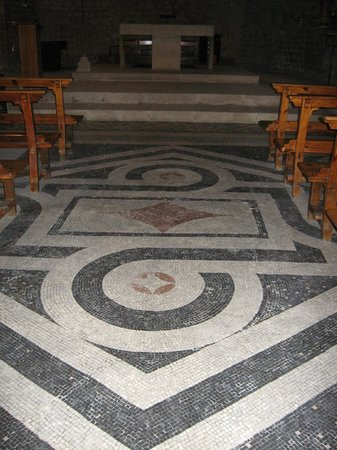 Sant Pau del Camp: pavimento