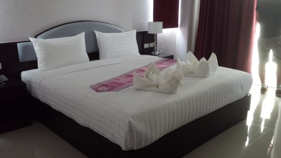 91 Residence Patong Beach: Our double studio room with air con