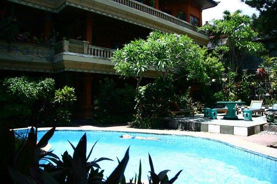 Hotel Lumbung Sari: Ухоженный дворик