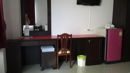 91 Residence Patong Beach: Huge fridge!