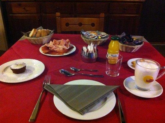 Inn Grutli: Alzarsi e trovare una colazione così è come essere a casa