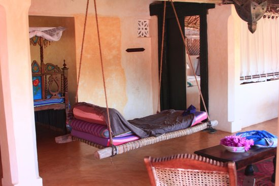 Banana House & Wellness Centre : Lazy Bed!!