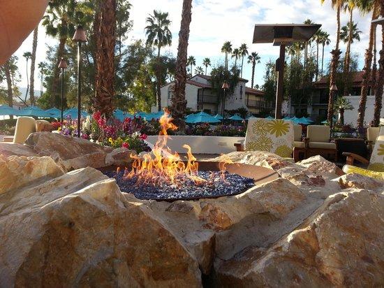 Omni Rancho Las Palmas Resort & Spa: Nice firepit