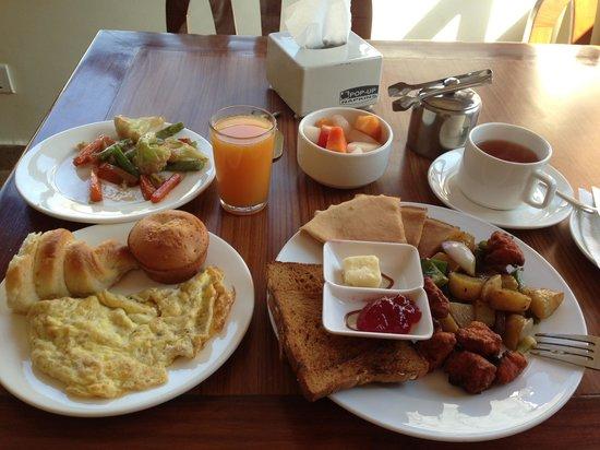 Hotel Friends Home: Great breakfast