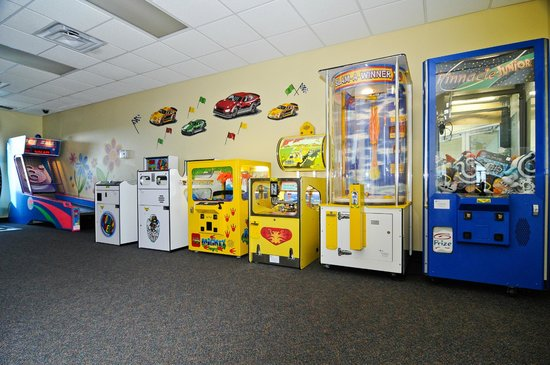 Buccaneer Bay Indoor Aquatic Center : We have multiple arcade games!