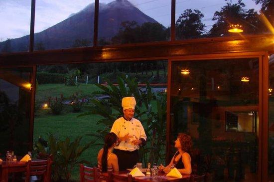 Arenal Volcano Inn: Restaurant view
