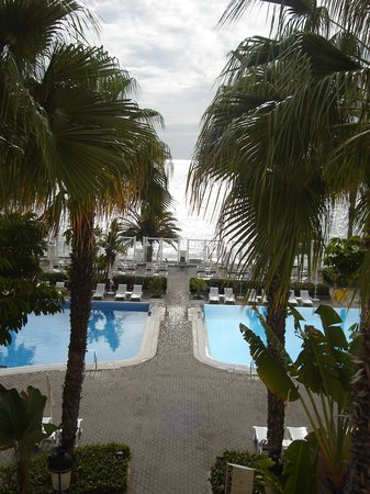 Hotel Riu Palace Madeira: view from the second floor out to sea