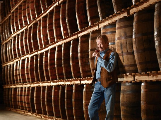 Forty Creek Distillery : John hall Whisky Maker, nosing his whisky