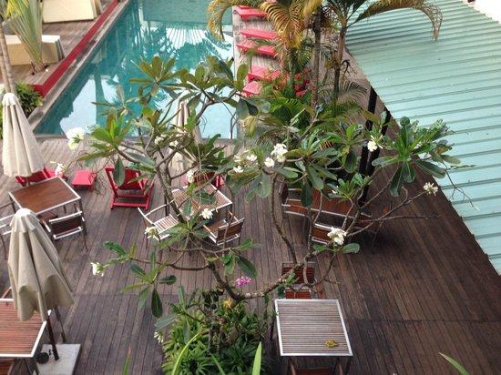 MEN's Resort & Spa - Gay Hotel: Pool und Essensbereich von oben