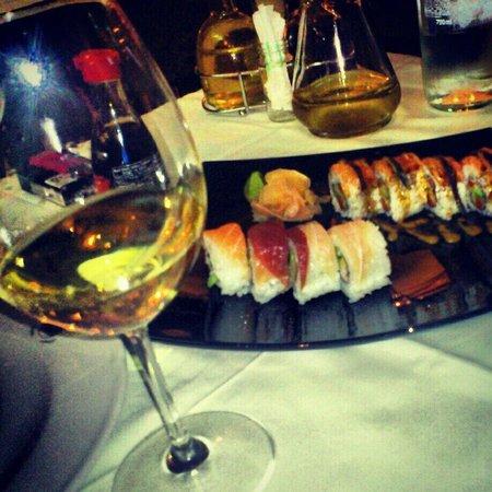 Oyster & Sushi Bar Bota : Sushi and wine