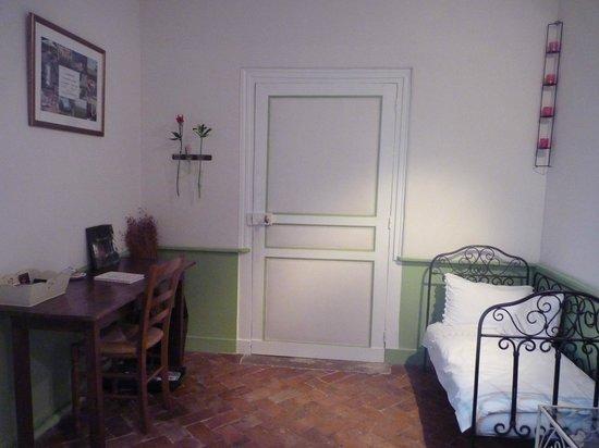 La Charretterie : lit d'appoint chambre Belle de Fontenay