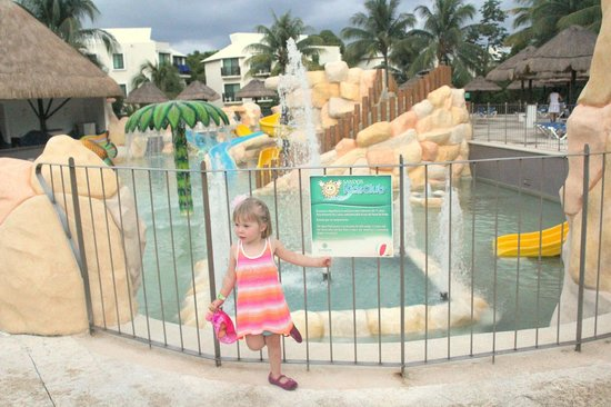 Sandos Caracol Eco Resort: Kid's pool is better than the pictures