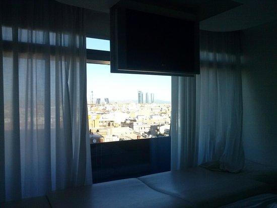 Silken Puerta America: vistas desde cama