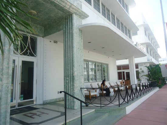 Dream South Beach: front of the hotel