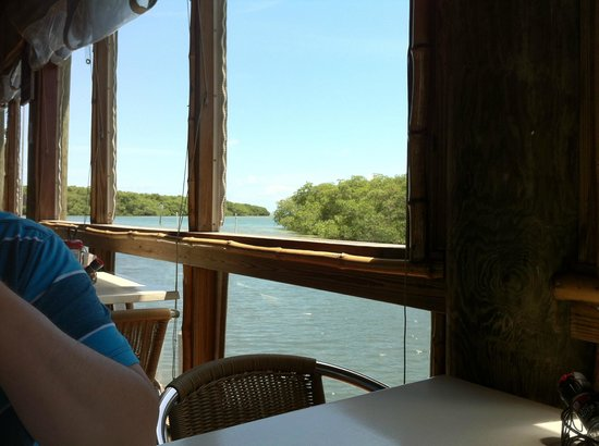 Island Grill : View from the main room with all the windows open
