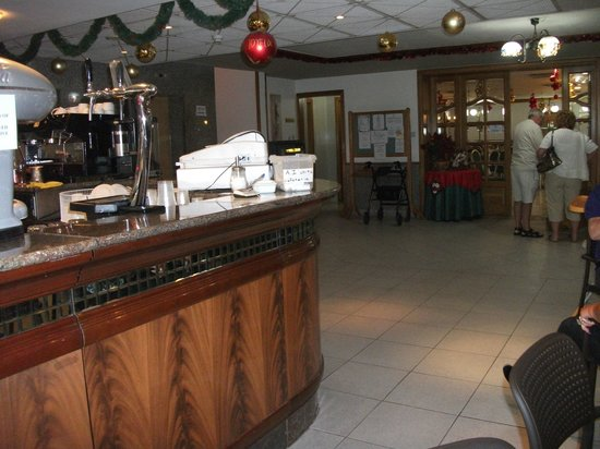 Canifor Hotel: lower bar