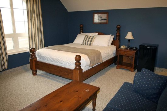 Seacliffe Inn: All room have Queen Sized beds.