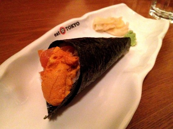 Eat Tokyo: Salmon and Uni (generous amount) Temaki