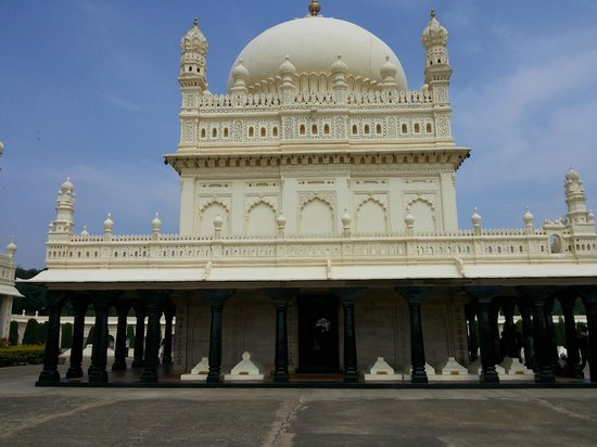 Gumbaz Burial Chamber: View from the back