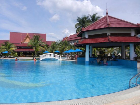Sokha Beach Resort: piscine principale
