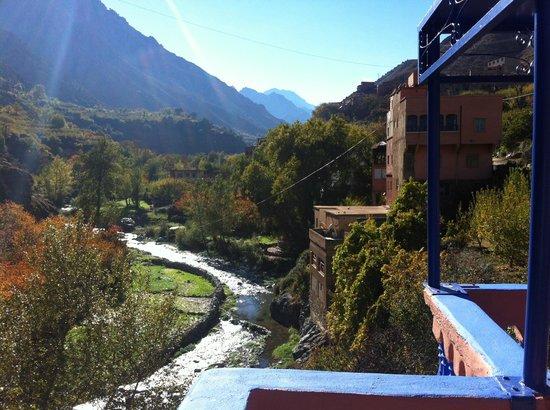 La Perle de l'Ourika : Vue de la terrasse en fin d'après-midi