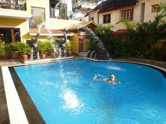 De Alturas Resort: очень приятно окунуться в бассейн после дороги с пляжа