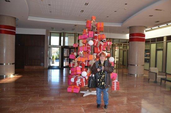 Hilton Strasbourg : sapin dans le hall