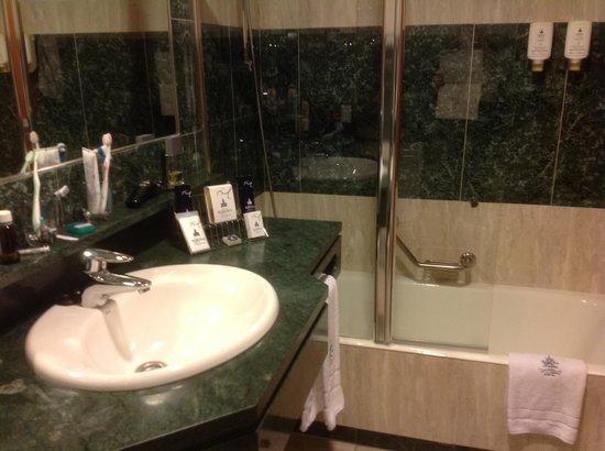 Ribera de Triana Hotel: Salle de bains
