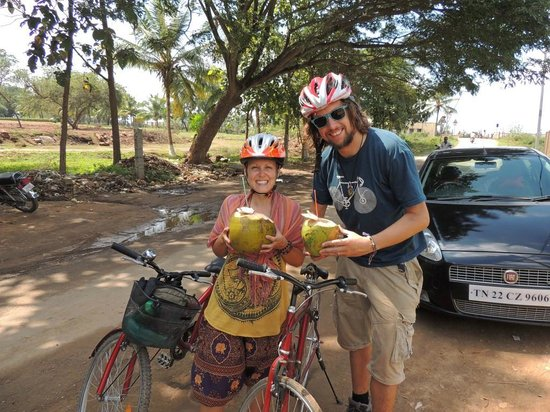 MYcycle - Mysore Cycle Tour: Coconut pitstop!