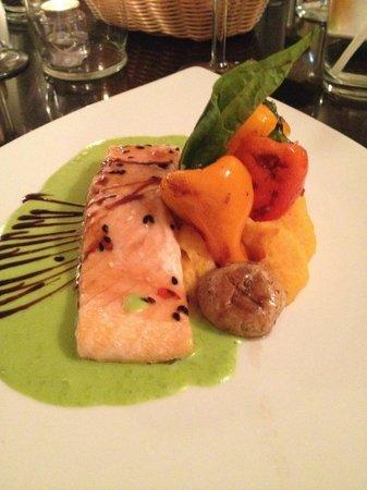 Ooh La La Bistro: The salmon was delicious