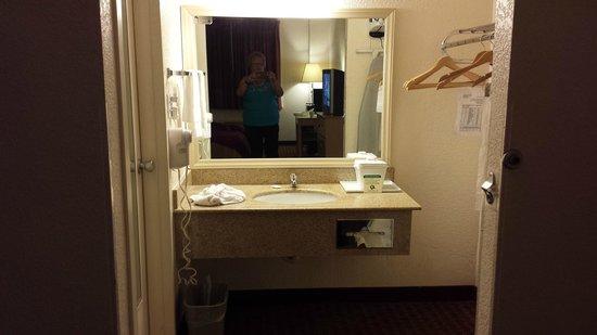 Quality Inn & Suites: Ok vanity