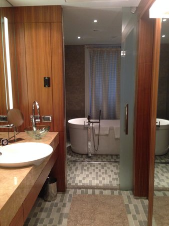 Park Hyatt Istanbul - Macka Palas: Extra large bathroom with a steam shower