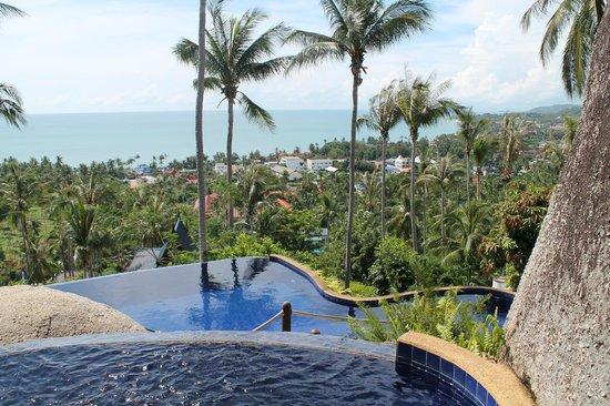Seaview Paradise Resort Hotel: piscine face a la mer