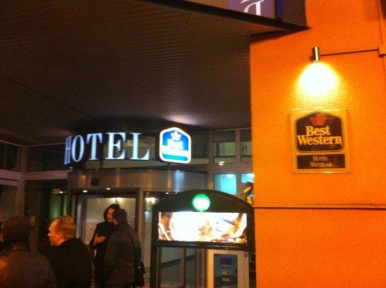 BEST WESTERN Wetzlar: Вход в отель