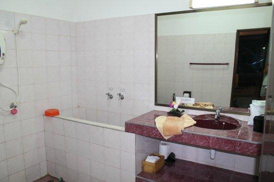 Seaview Paradise Resort Hotel: une des salles de bain