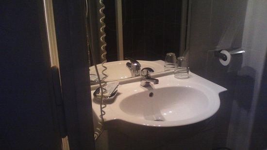 Hotel Le Divona: Lavabo