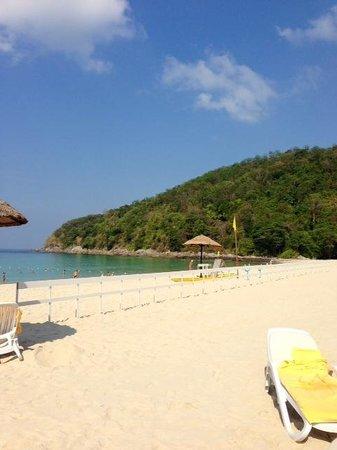 Le Meridien Phuket Beach Resort : plage privée