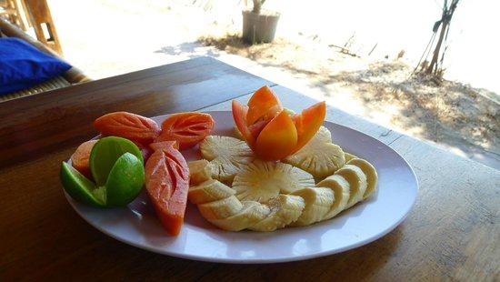 Gili Air Santay: Delicious fruit salad for breakfast